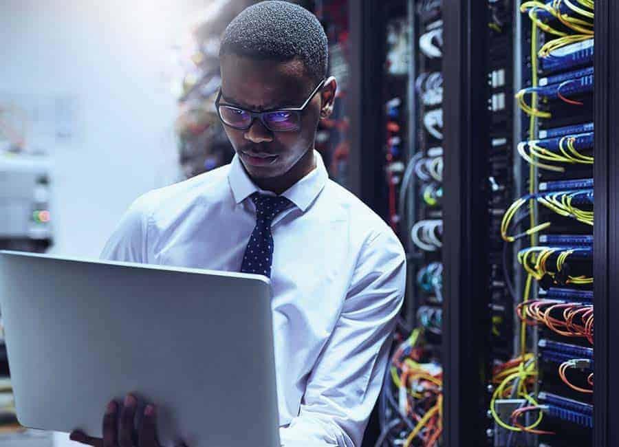 Tech Engineer In Server Lab